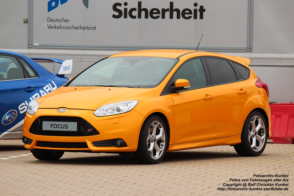ford focus st sportlicher kompaktwagen mit f nf t ren und 2 liter ecoboost motor der 250 ps. Black Bedroom Furniture Sets. Home Design Ideas