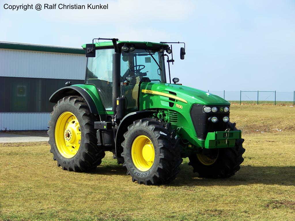 john deere 7830 traktor schlepper fotografiert am im land brandenburg. Black Bedroom Furniture Sets. Home Design Ideas