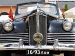 110-v-parade-cabriolet/90111/front-des-zis-110-v-parade Front des ZIS 110 V Parade Cabriolet - Baujahr 1948, UdSSR - Das ist etwas äußerst seltenes und herliches dazu. Ich habe mich sehr gefreut bei der Oldtimergala in Bornstedt auch dieses feine Stück zu sehen. - Bauzeit der gesamten Baureihe 1946-1959, Hersteller: Stalin-Werke Moskau/UdSSR (Mitte der 1950er nach dem Tode Stalins in Lichatschow-Werke umbenannt) - technische Daten (allgemein): wassergekühlter 8-Zylinder-Reihen-Ottomotor längs über der Vorderachse eingebaut, 6.005 cm³, Leistung: 103 kW (140 PS) bei 3.600 U/min, Hinterachsantrieb, 3-Gang-Schaltgetriebe, Radstand: 3.760 mm, L x B x H: 6.000 x 1.960 x ca. 1.730 mm, Vmax: 140 km/h, durchschnittlicher Verbrauch: 25 Liter/ 100 km - fotografiert am 10.09.2005 zur Oldtimergala in Bornstedt/ Potsdam - Copyright @ Ralf Christian Kunkel